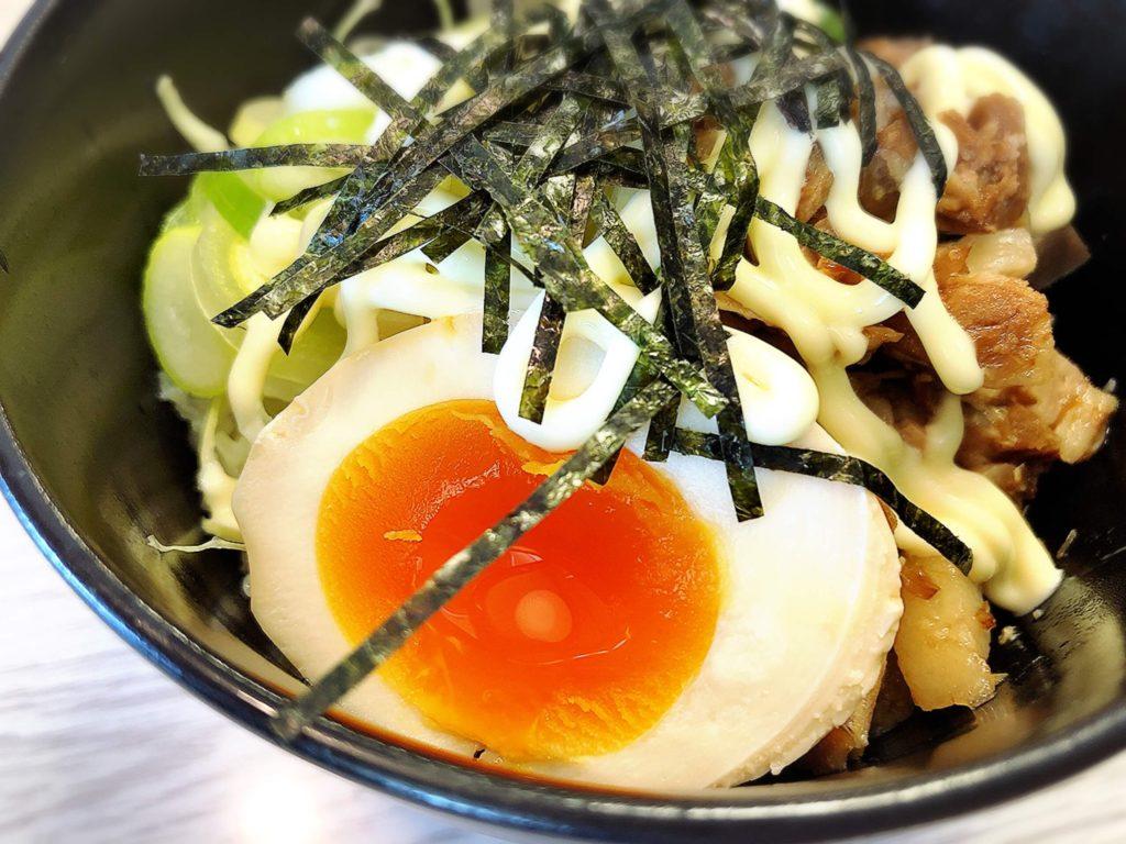 チャーシュー丼の卵